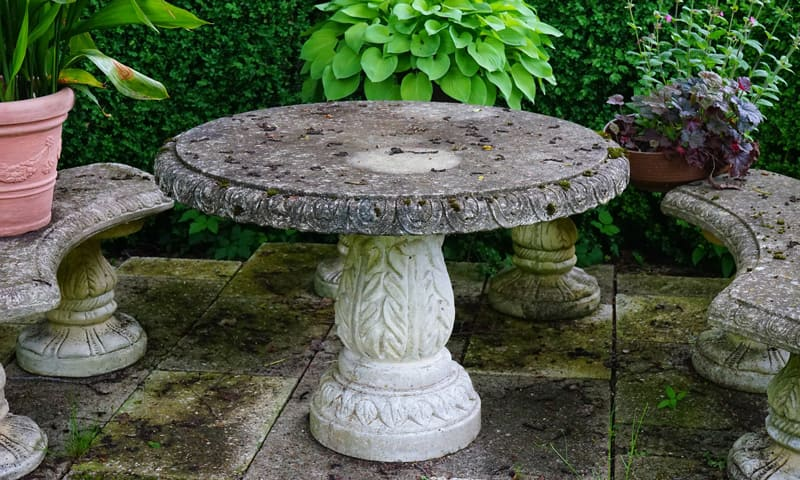 Table et bancs d'extérieur en pierre