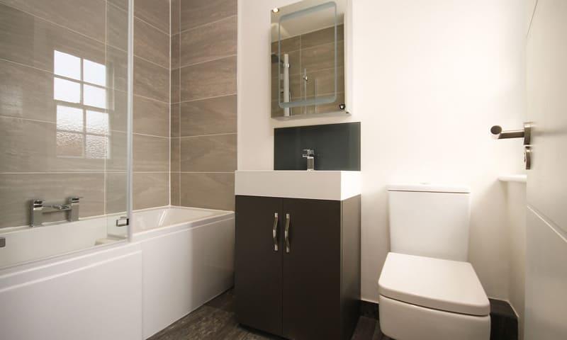 Déductions fiscales pour la rénovation résidentielle: salle de bain moderne