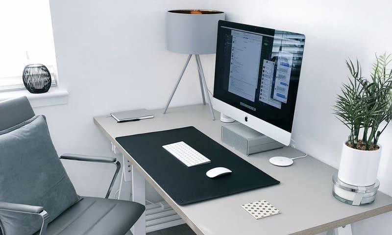 Télétravail: la table, la chaise et la lumière sont particulièrement importantes.