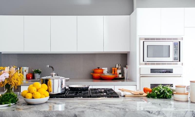 Rénover la cuisine: plan de travail en granit gris