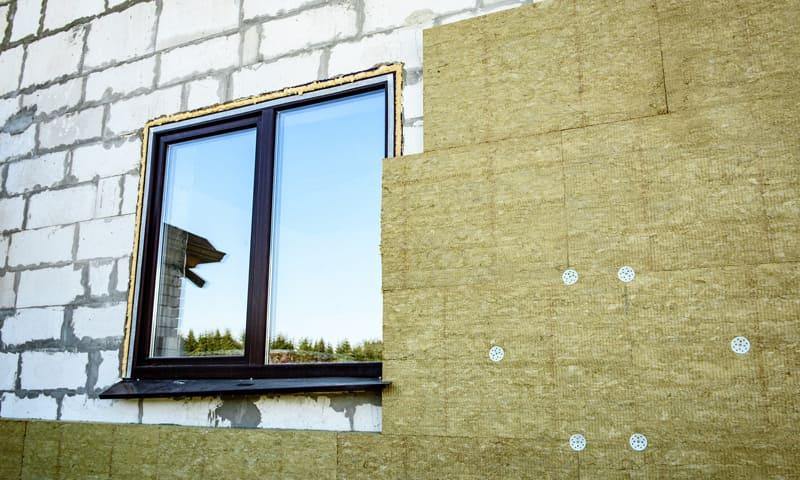 Rénovation façade: enveloppe du bâtiment avec isolation