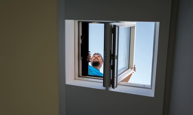 Vue à travers une fenêtre de toit