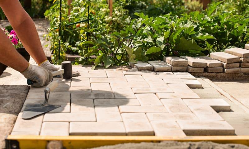 Revêtement de sol - coin salon de jardin avec pavés