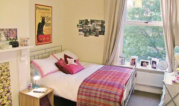 Plenty of floor space around the double bed in the 1st floor front room