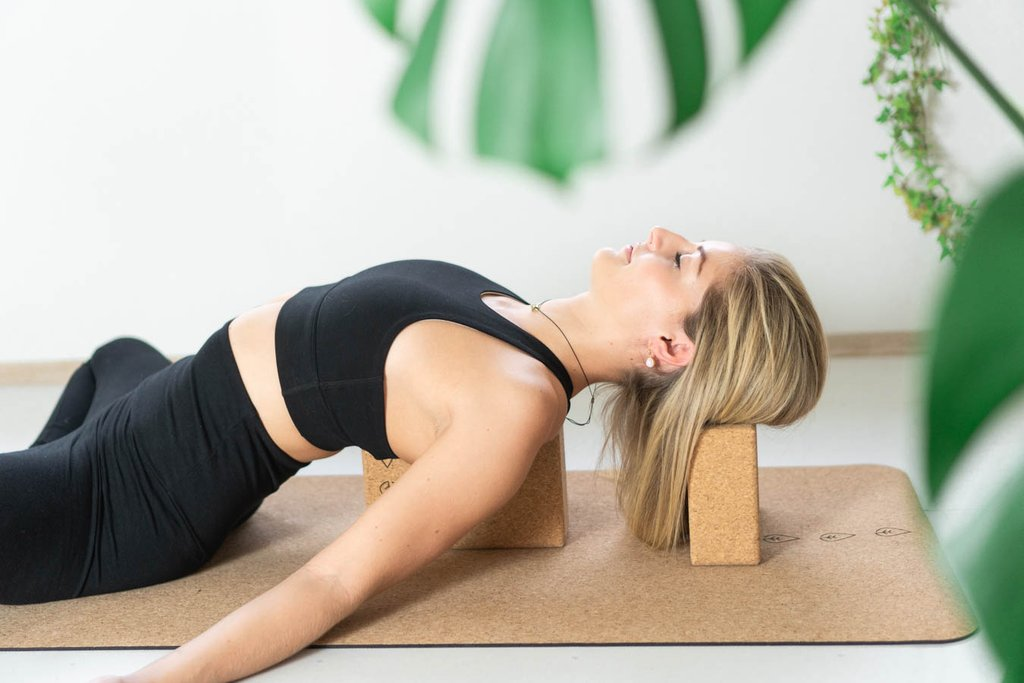 hvordan gjøre yoga hjemme online, yogautstyr hjemmeyoga studio