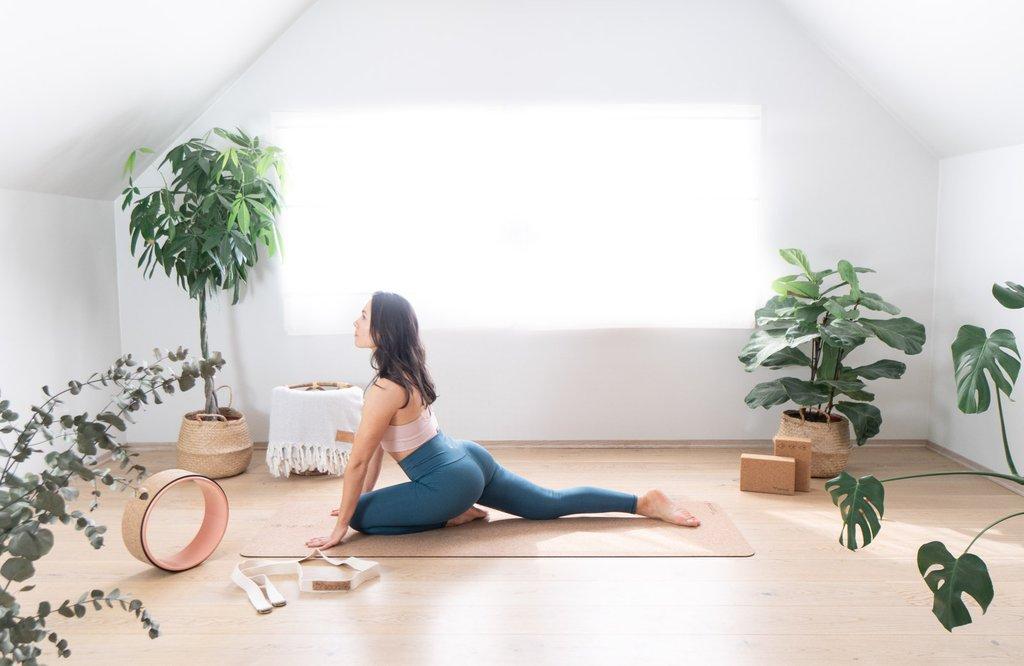 yoga bolster yogabolster hvordan meditere mindfulness kurs the asanas hvorfor meditere meditasjonspute yogapute meditasjonsmatte naturlig yogautstyr