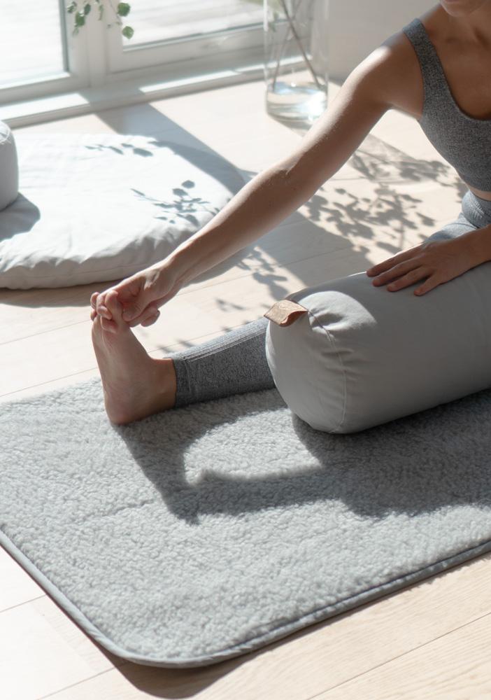 yogamatte ull for yin kundalini medisinsk yoga. Naturlig, varm og tykk yin yogamatte i ull. Norsk nettbutikk yogautstyr