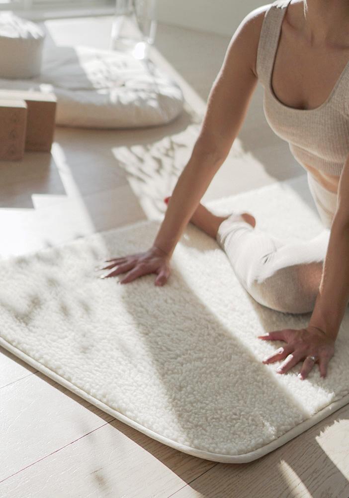 yogamatte ull for yin kundalini medisinsk yoga. Naturlig, varm og tykk yin yogamatte i ull. Norsk nettbutikk yogautstyr The Asanas