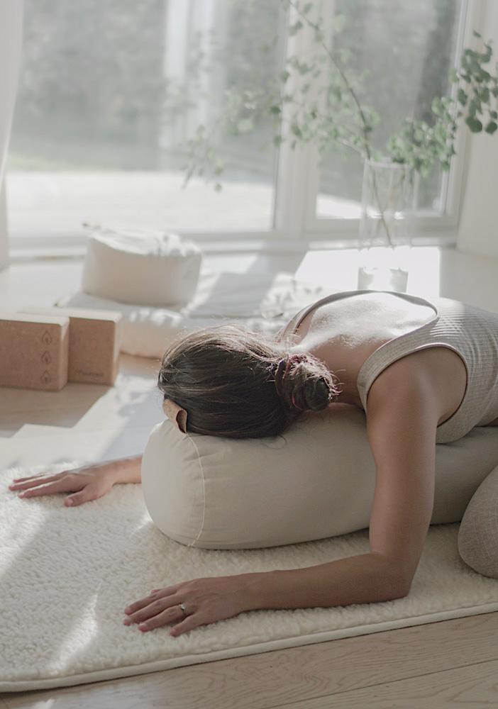 yogamatte ull for yin kundalini medisinsk yoga. Naturlig, varm og tykk yin yogamatte i ull. Norsk nettbutikk yogautstyr The Asanas Norge