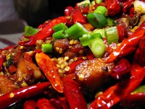 Dùng thuốc kháng sinh điều trị bệnh, nam giới nên tránh ăn đồ ăn cay nóng