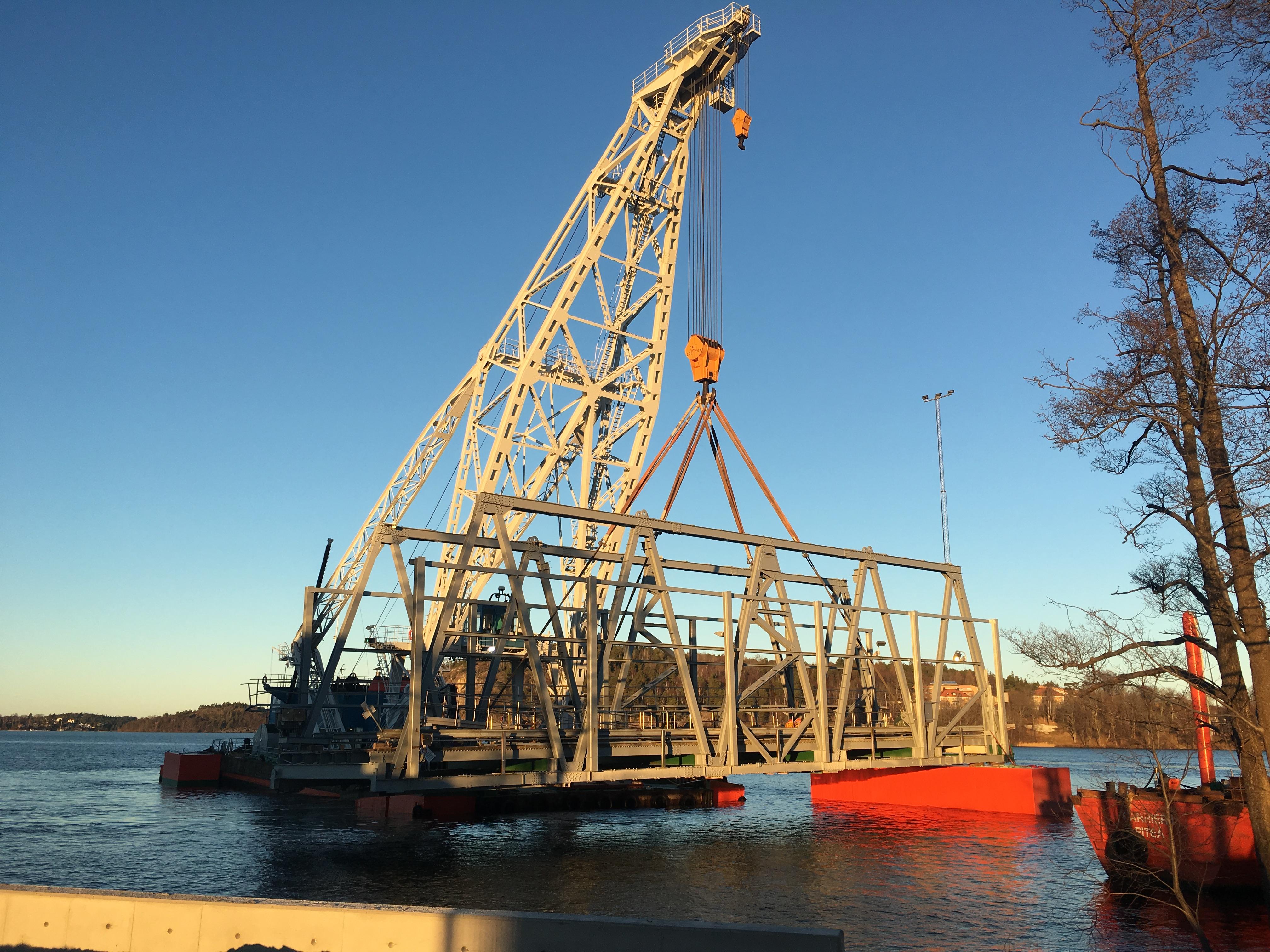 Bridge and floating quay