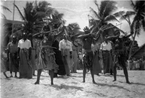 A black and white photo of Mer Islanders displaying bow and arrow from 1960