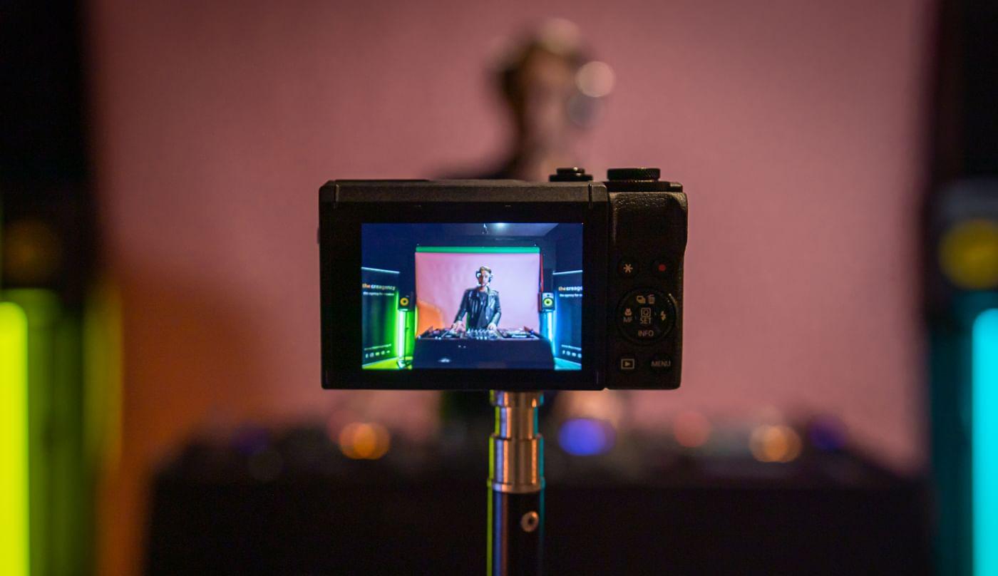 dj-livestream-opname-met-camera