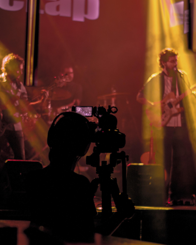 Fotografía de nuestros operadores de cámara durante un concierto de música en directo
