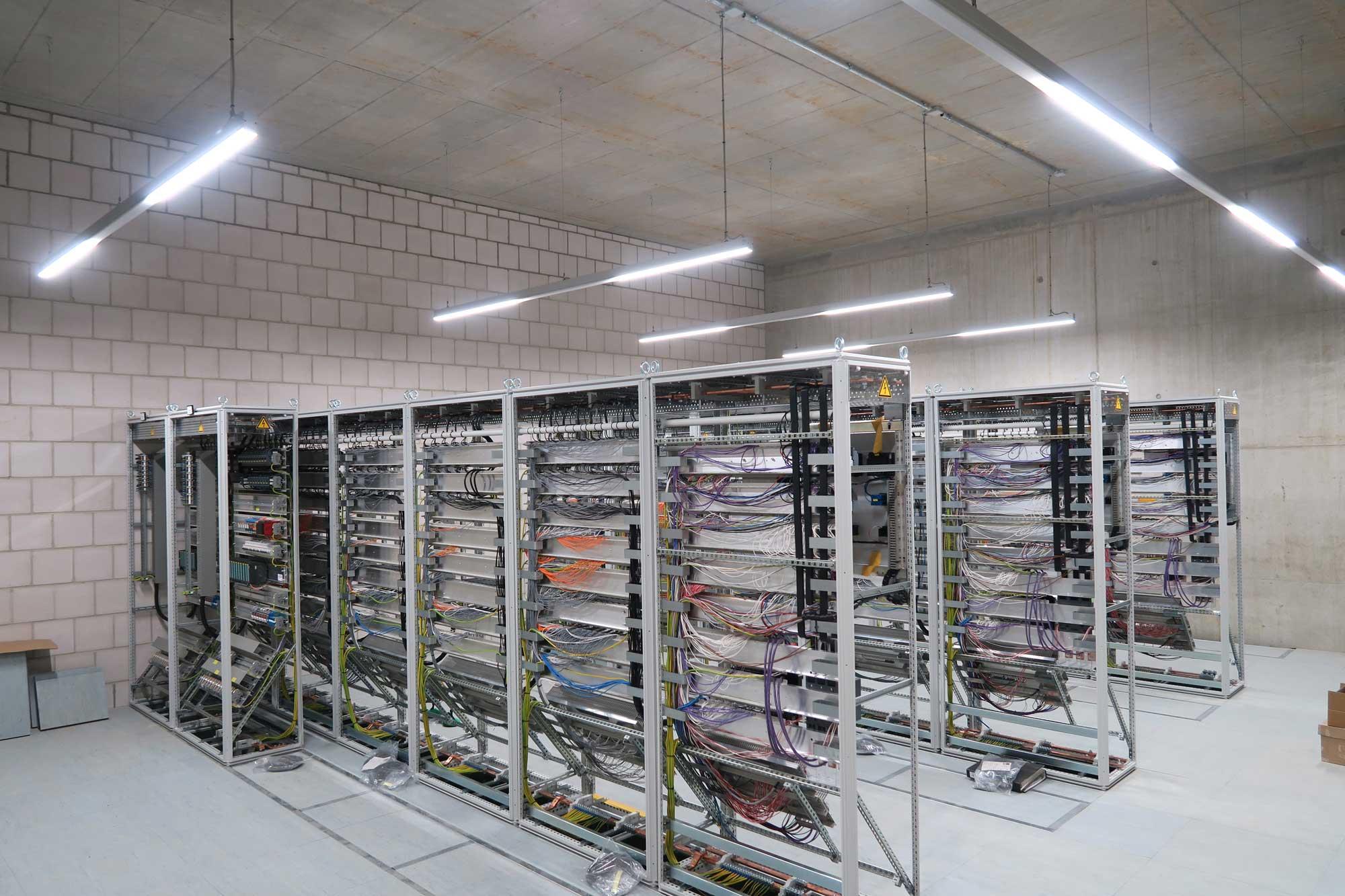 Beleuchtung einer Serverzentrale mit KB-Silberline.pro LED-Systembeleuchtung