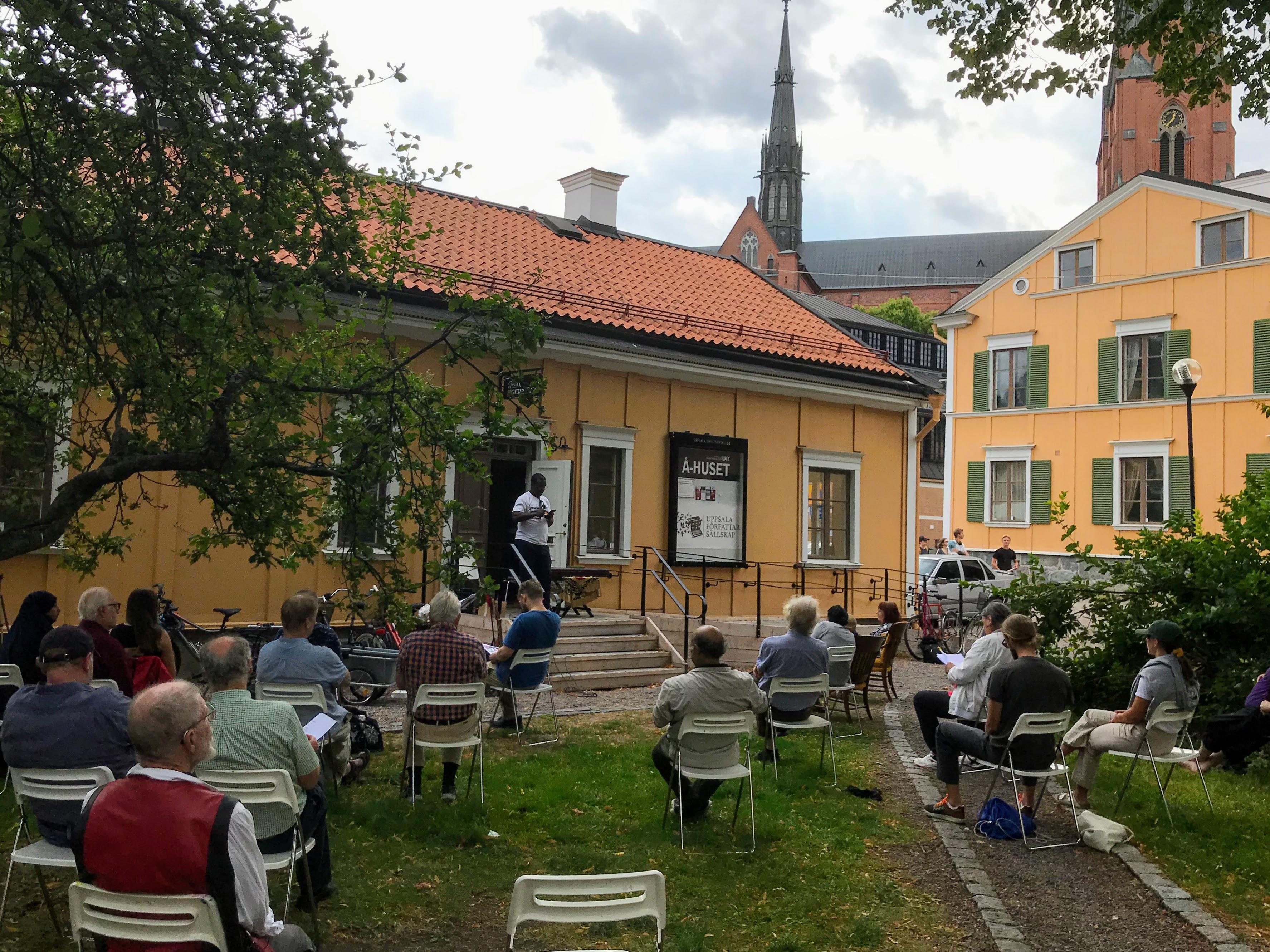 Uppläsning utanför Å-Huset i Uppsala