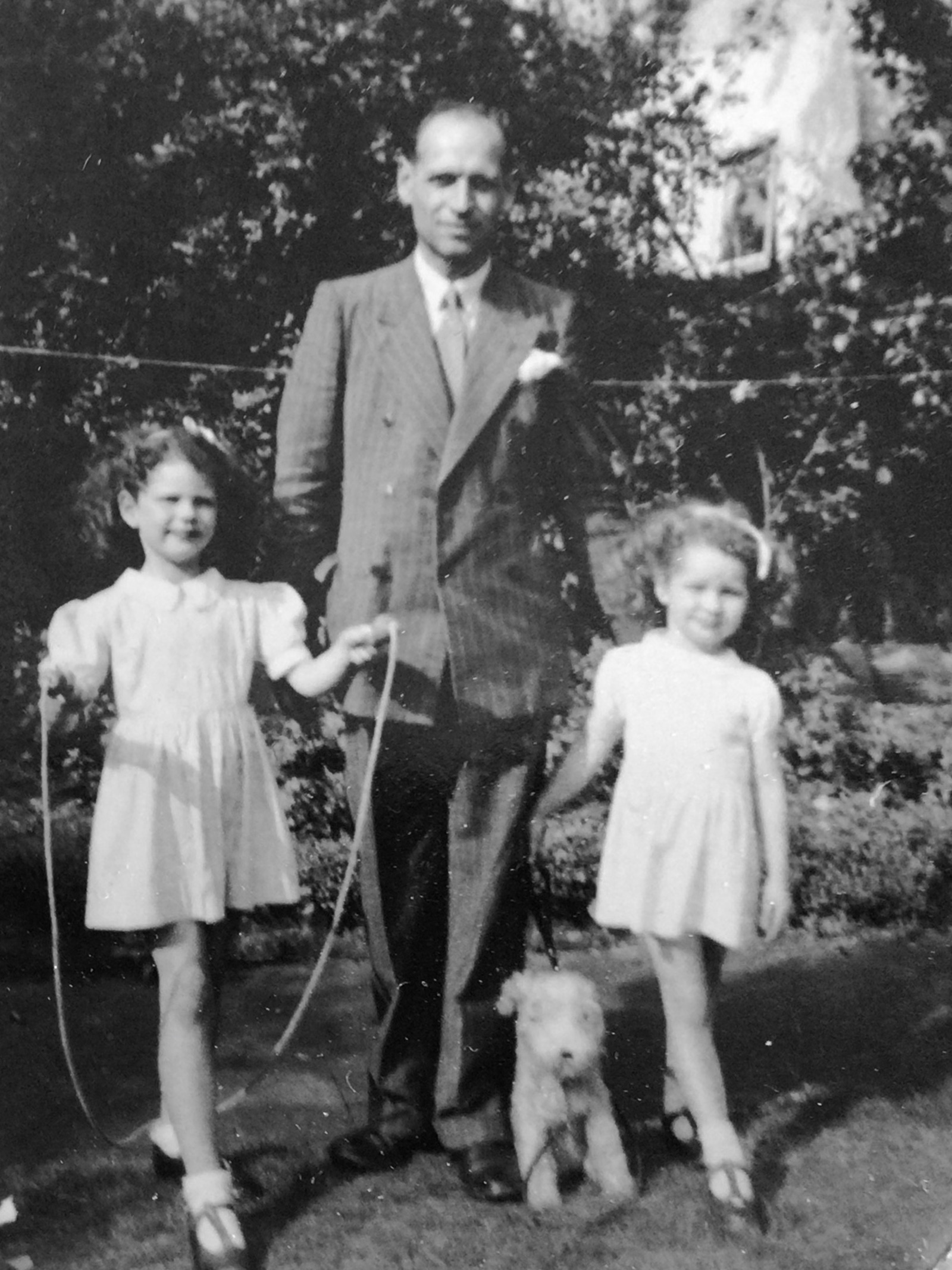 Leslie Amlot with his two daughters.
