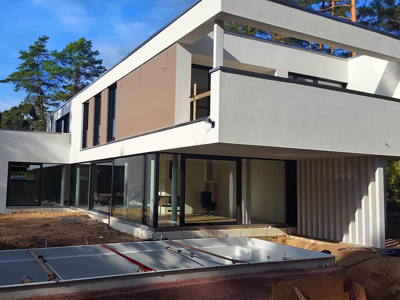 Baustelle - Ein modernes Haus mit pool
