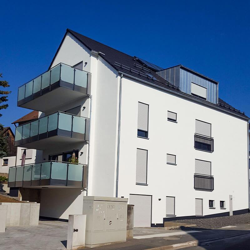 Ein modernes Haus - Mehrfamilienhaus
