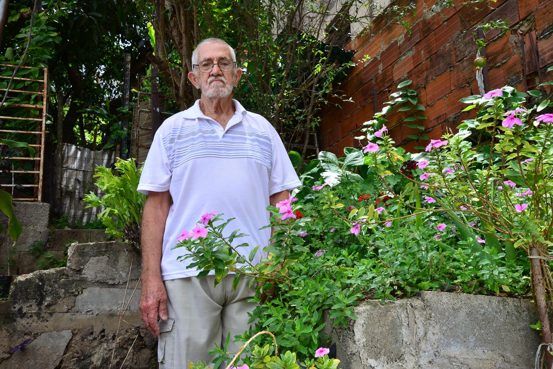 El Señor Calixto en su jardín, fotografía por Gabriel Nass