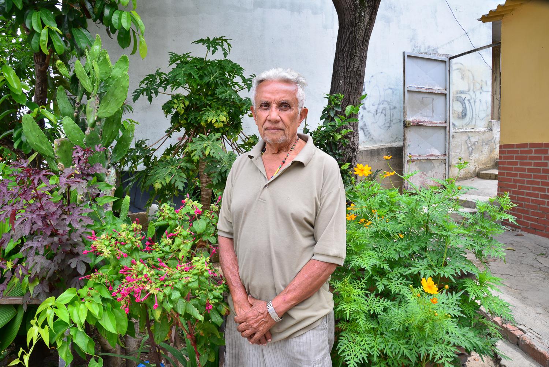 Hugo en su jardín, fotografía por Gabriel Nass