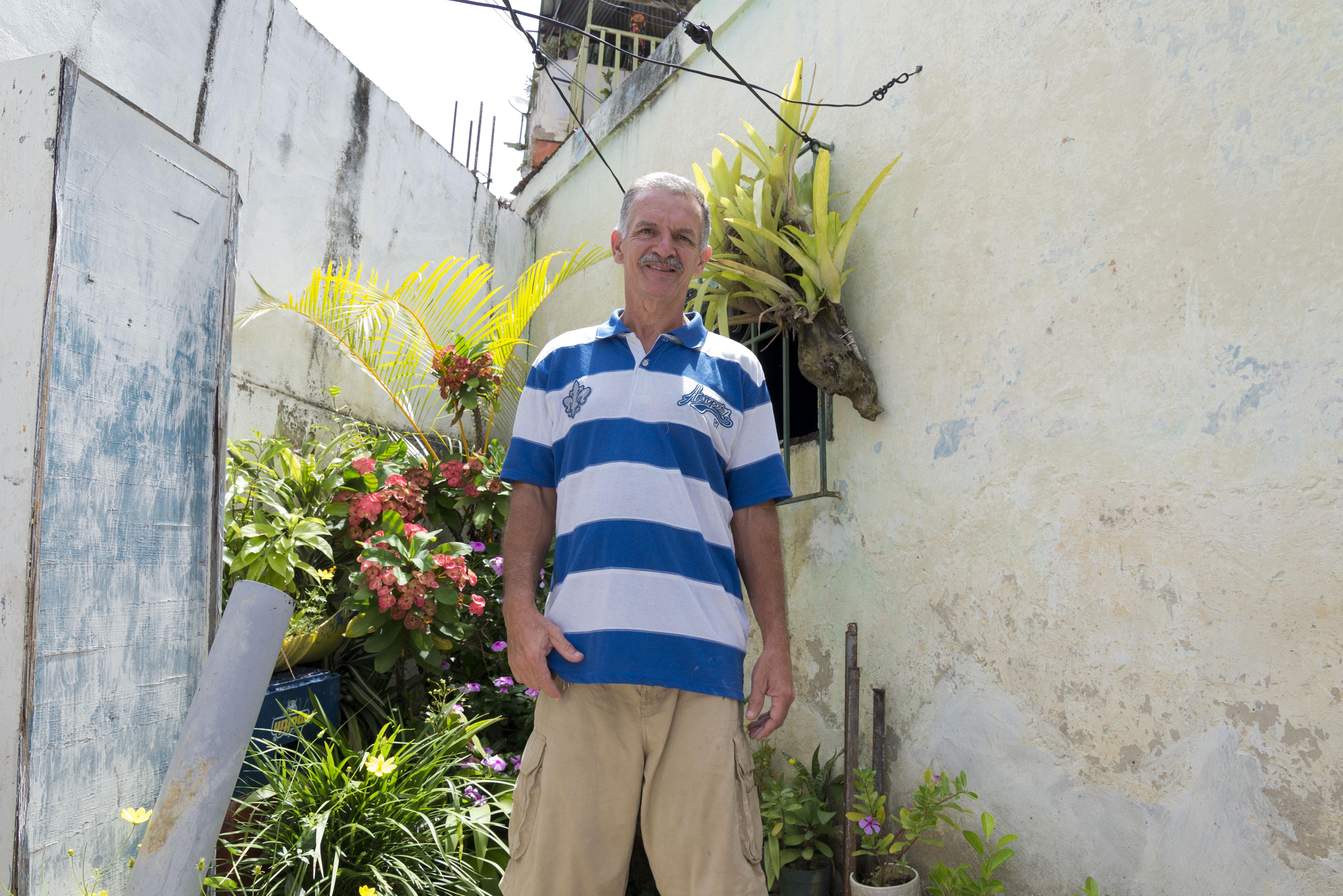 David en su jardín, fotografía por Gabriel Nass