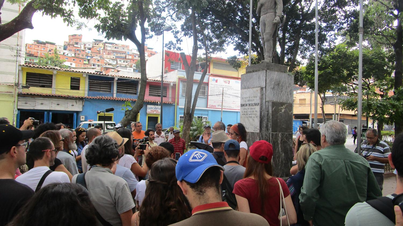 Lectura del Manifiesto en la Plaza Bolívar