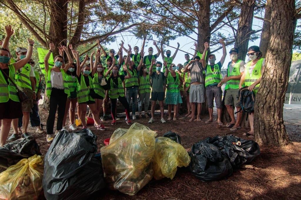 Participants de la cleanwalk organisée par Lakaa pour L'Optic 2000 de Saint-Martin de Ré