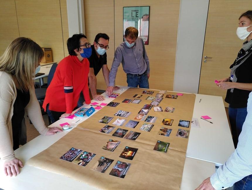 Atelier de fresque du climat organisé par Lakaa pour Optic 2000