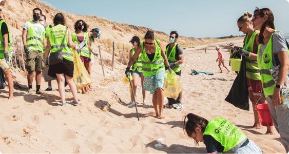 Photo d'une cleanwalk organisée par Lakaa sur la plage