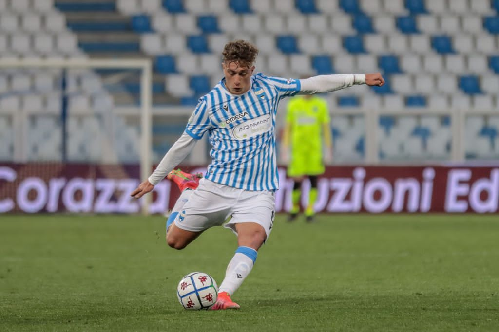 Football Player wearing Adamant BionNRG logo