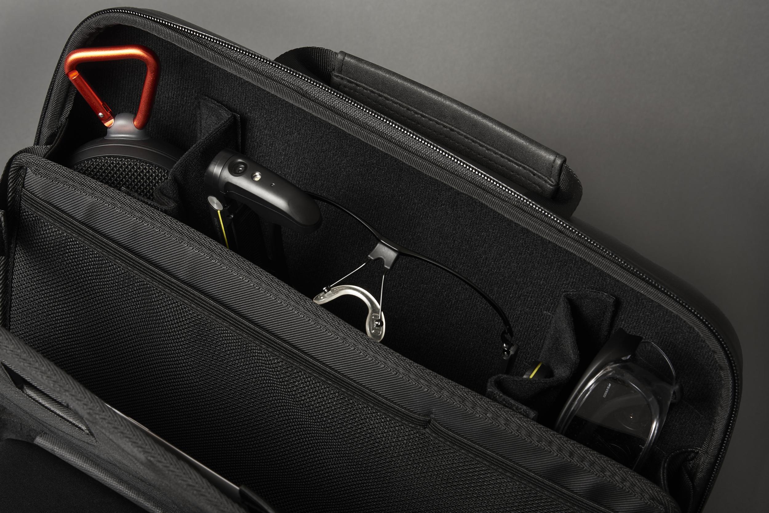 vuzix bag for glasses open