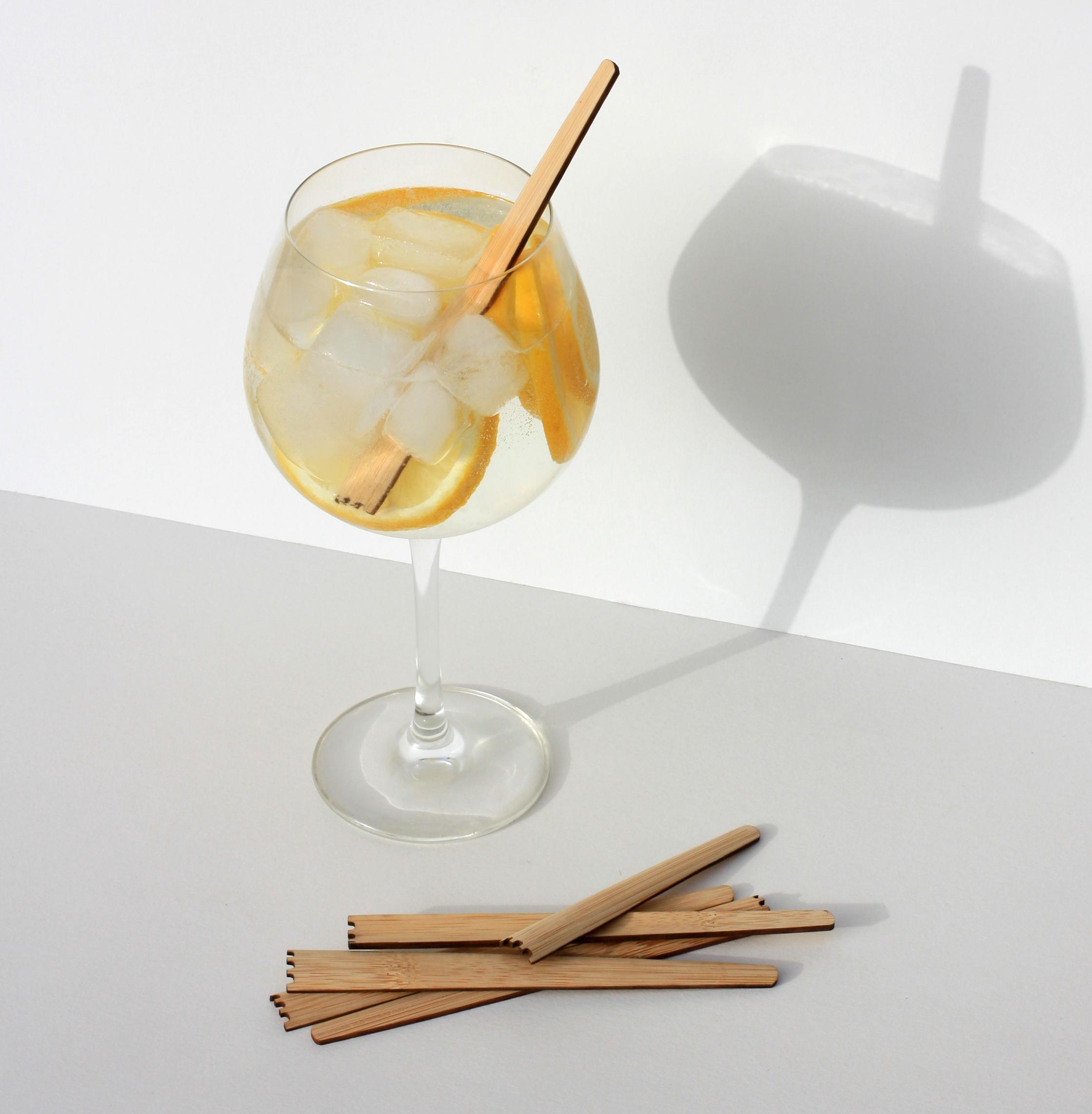 degradable cocktailstamper in glass