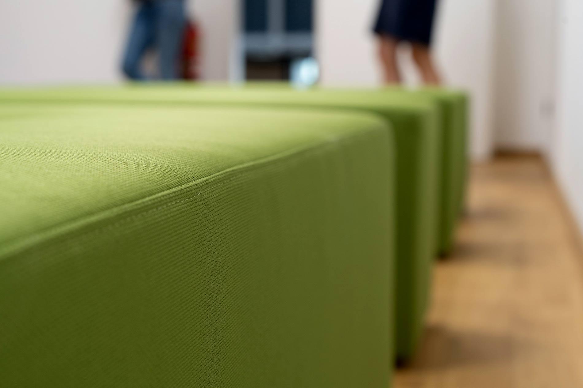 Menschen vor Inviting Place Stoff Qualität In Erinnerung bleiben Innovation verkörpern