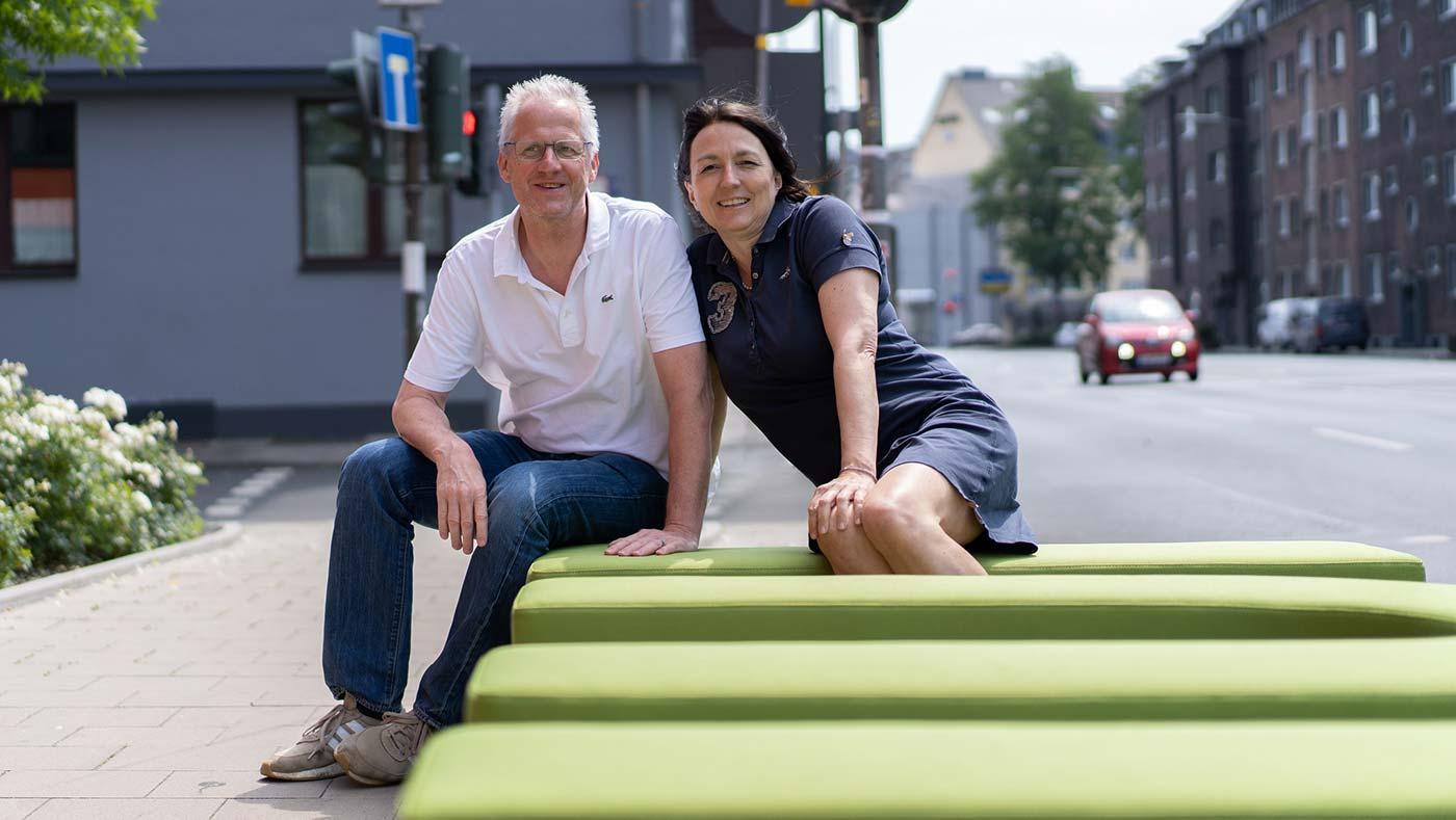 Paar auf Inviting Place glückliche Menschen Attraktion Stadt