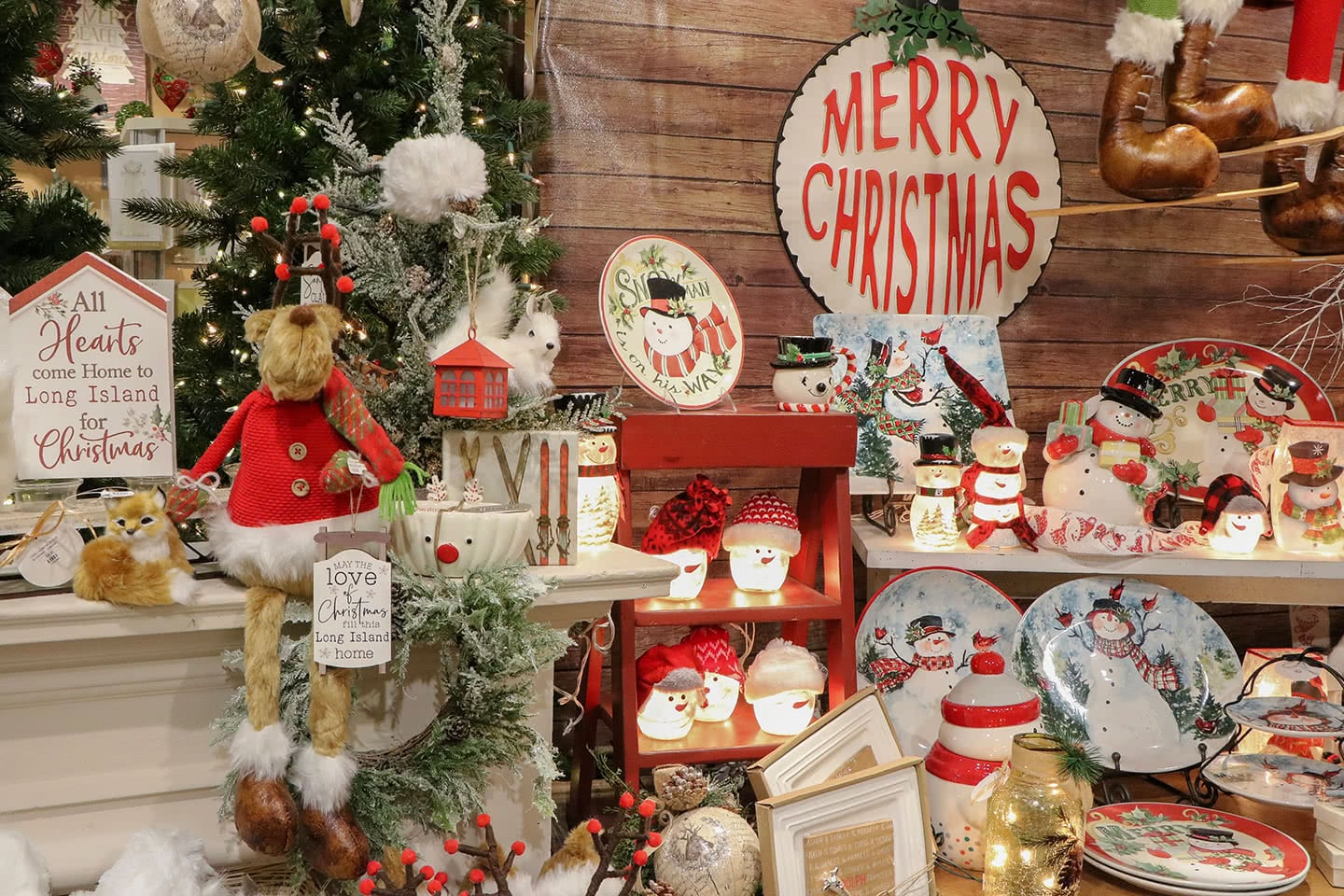 Willy Nilly Christmas Store Holiday Decor