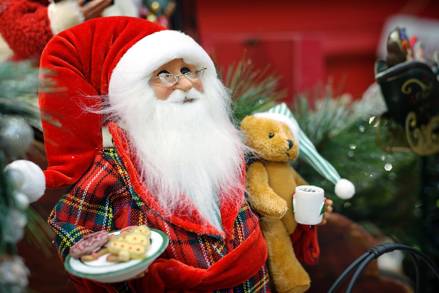 Twas the Night Before Christmas as Santa arrives with toys for the kids and cookies and milk for him