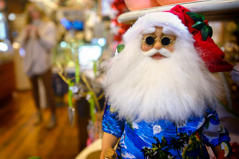 Santa Claus vacation time in Hawaiian Shirt Figurine
