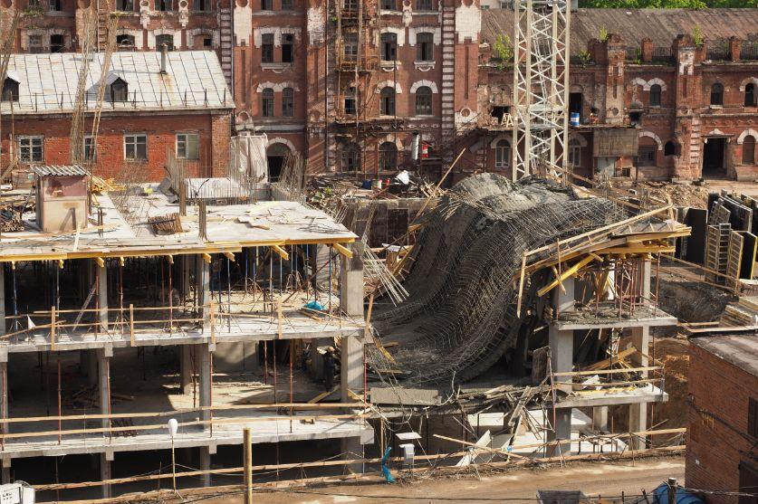 Colapso de techo en una sitio de construcción.