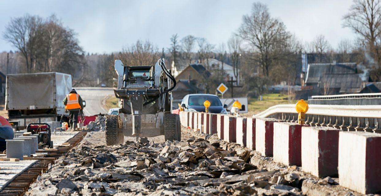 Trabado de demolicion en una obra de construcción