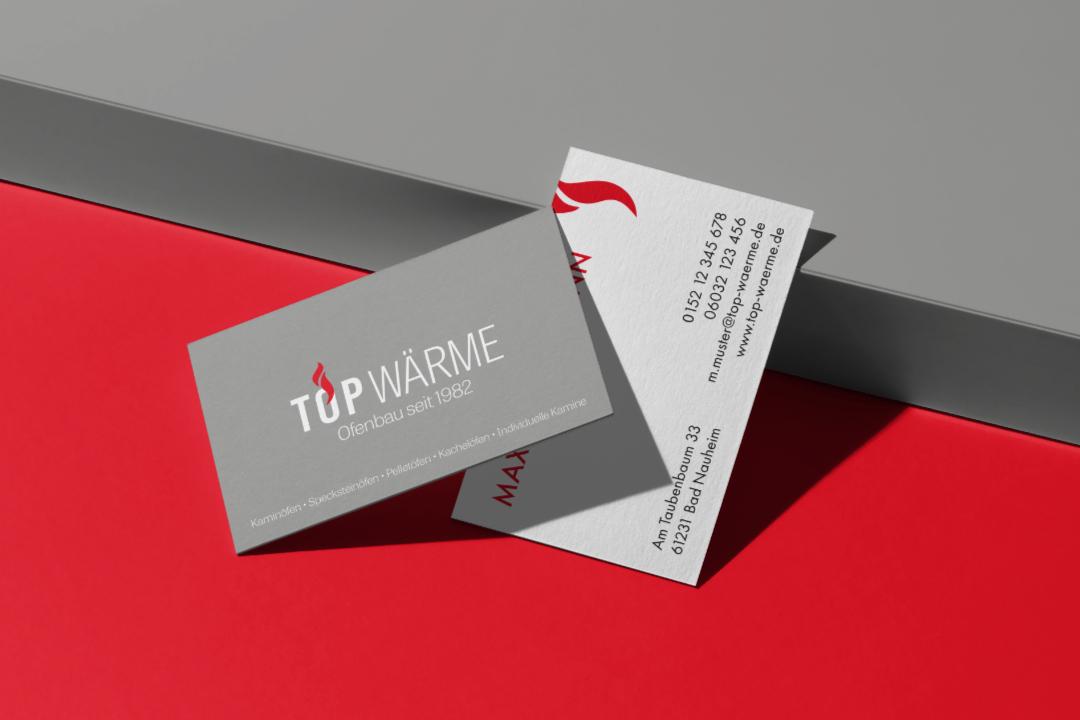 Top Wärme Visitenkarte auf rotem und grauen Hintergrund