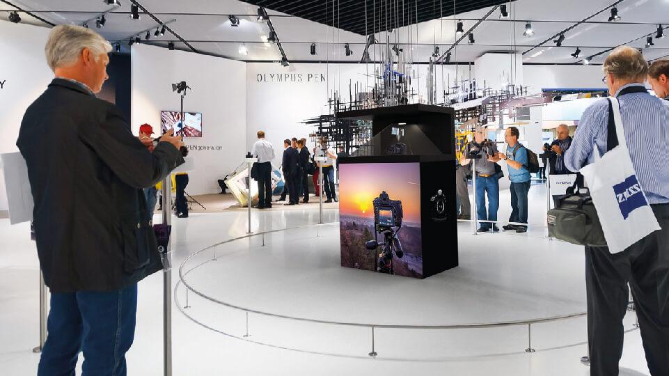 Storytelling op zijn best met het Dreamoc XL3 holografische display voor beurzen en experience rooms