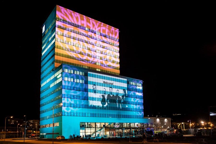 Trek de aandacht in het donker en maak van ieder gebouw een uniek kunstwerk tijdens een evenement of bedrijfsfeest.