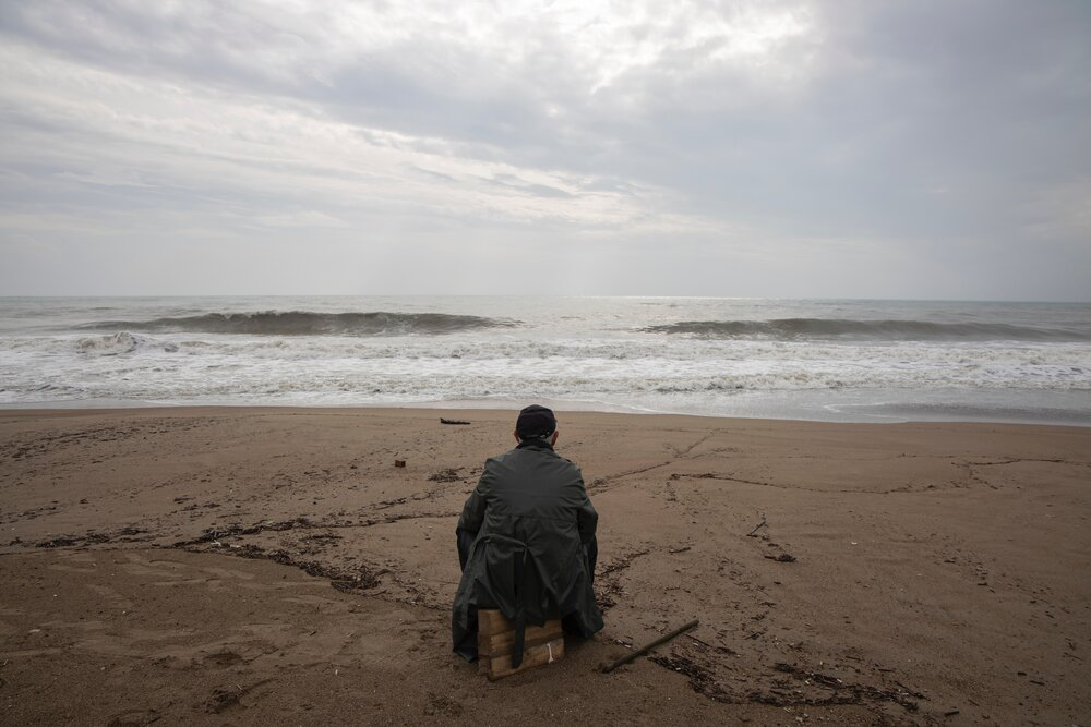 person-wearing-gray-dress-shirt-sitting-on-seashore-3368245.jpg