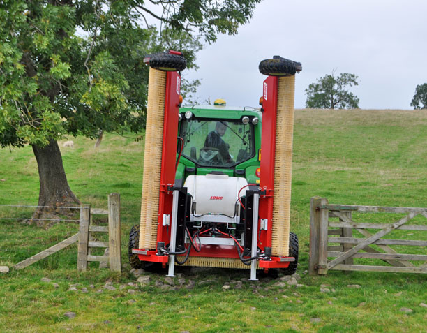 Tractor Mounted Weed Wiper - CTM600 (Grassland) through gate