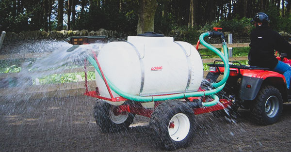 Trailed ATV Bowser SLB620HM (arena watering system) in use
