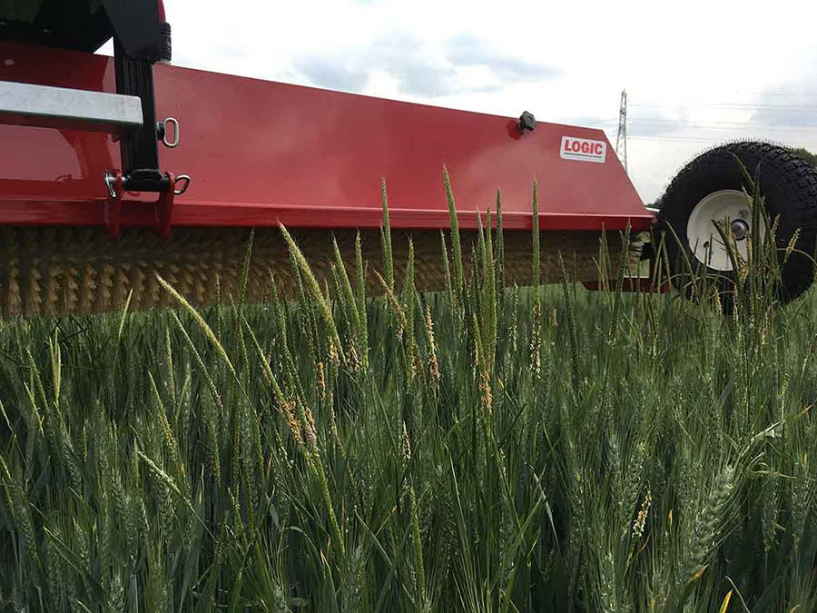 Tractor Mounted Weed Wiper - CTM600 (Grassland) close up