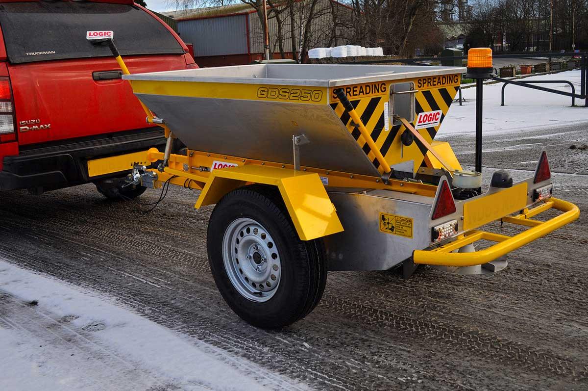 Tractor - Pickup - UTV Salt Spreader GDS250 01