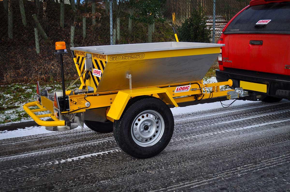 Tractor - Pickup - UTV Salt Spreader GDS250 03