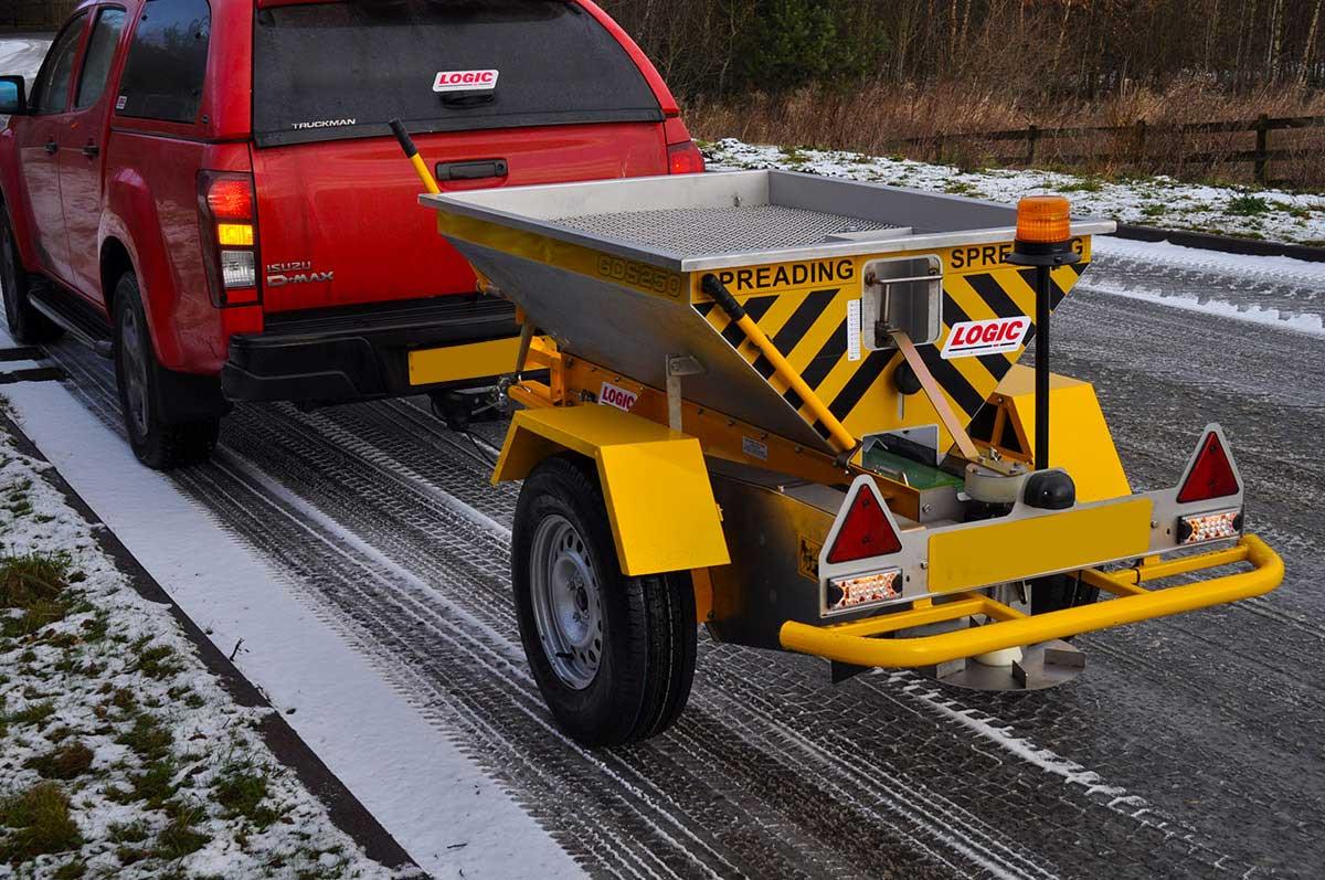 Tractor - Pickup - UTV Salt Spreader GDS250 02
